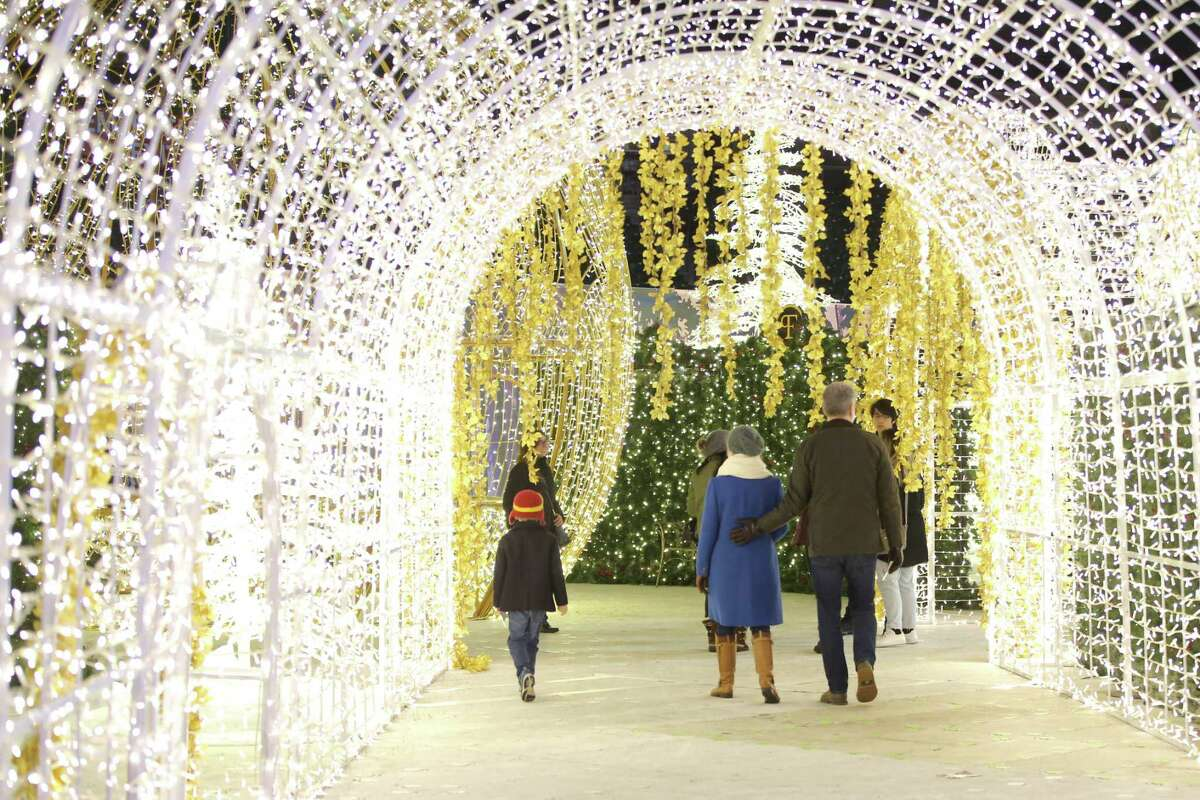 Here's where you can catch dazzling holiday light displays in downtown Seattle.