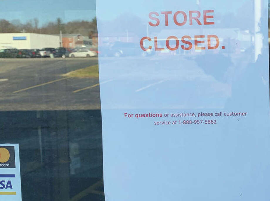 Those who go to the Slumberland store on West Morton Avenue are greeted with a note saying it has closed. Photo: Marco Cartolano | Journal-Courier