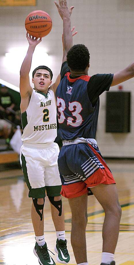 LJ Herrera and Nixon were one of four teams to go 2-0 on the first day of the Border Olympics. Photo: Cuate Santos /Laredo Morning Times / Laredo Morning Times