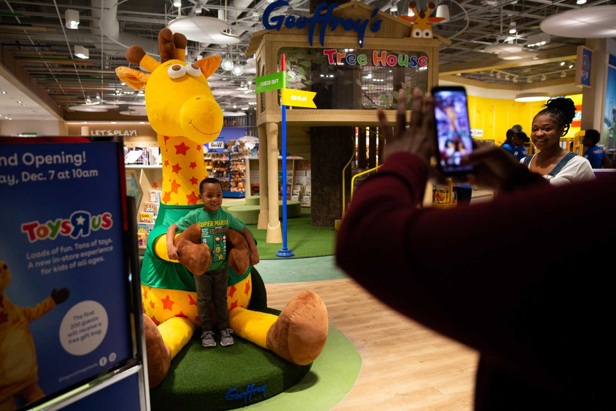 Photos Toys R Us Returns To Houston With More Interactive Store