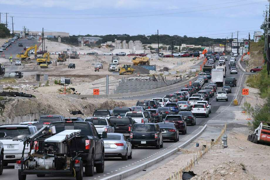 Traffic is backed up along U.S. 281 north between Evans Road and Stone Oak Parkway for overpass work last October. The now-familiar nightly detours in the area are on tap for this weekend. Photo: Billy Calzada /Staff Photographer / San Antonio Express-News