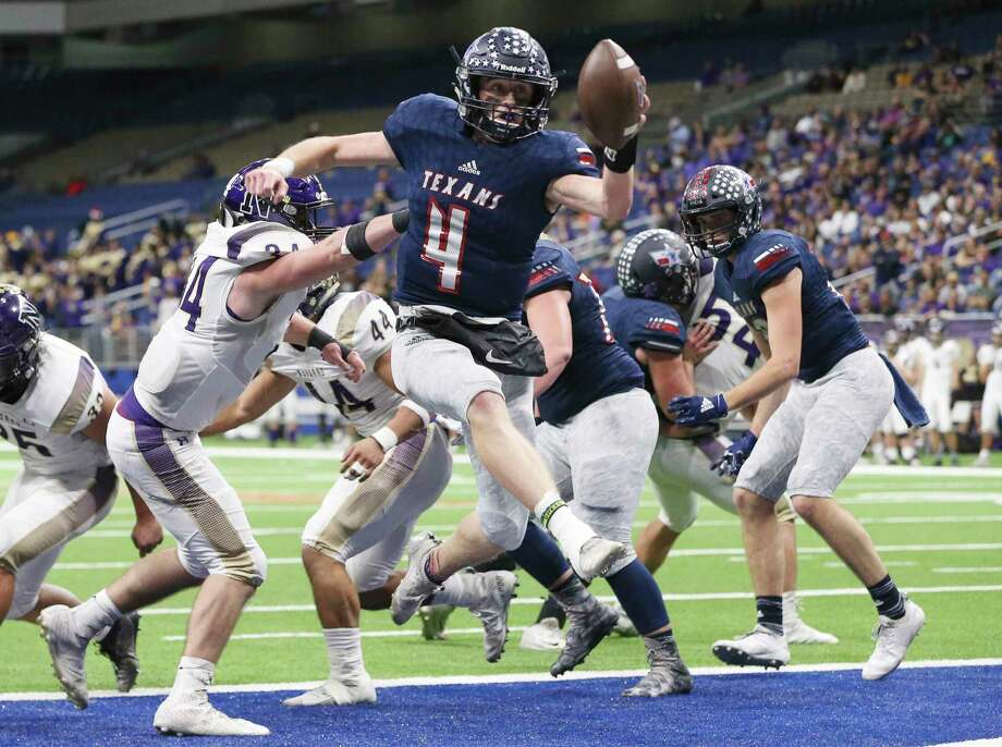 Wimberley quarterback Cooper McCollum (04) leaps into the end zone for a touchdown in the fourth quarter against Navarro's Gabriel Means (34) during their state quarterfinals football game at the Alamodome on Friday, Dec. 6, 2019. The Texans defeated the Panthers to advance the semifinals, 42-12. Photo: Kin Man Hui, San Antonio Express-News / Staff Photographer / **MANDATORY CREDIT FOR PHOTOGRAPHER AND SAN ANTONIO EXPRESS-NEWS/NO SALES/MAGS OUT/ TV OUT