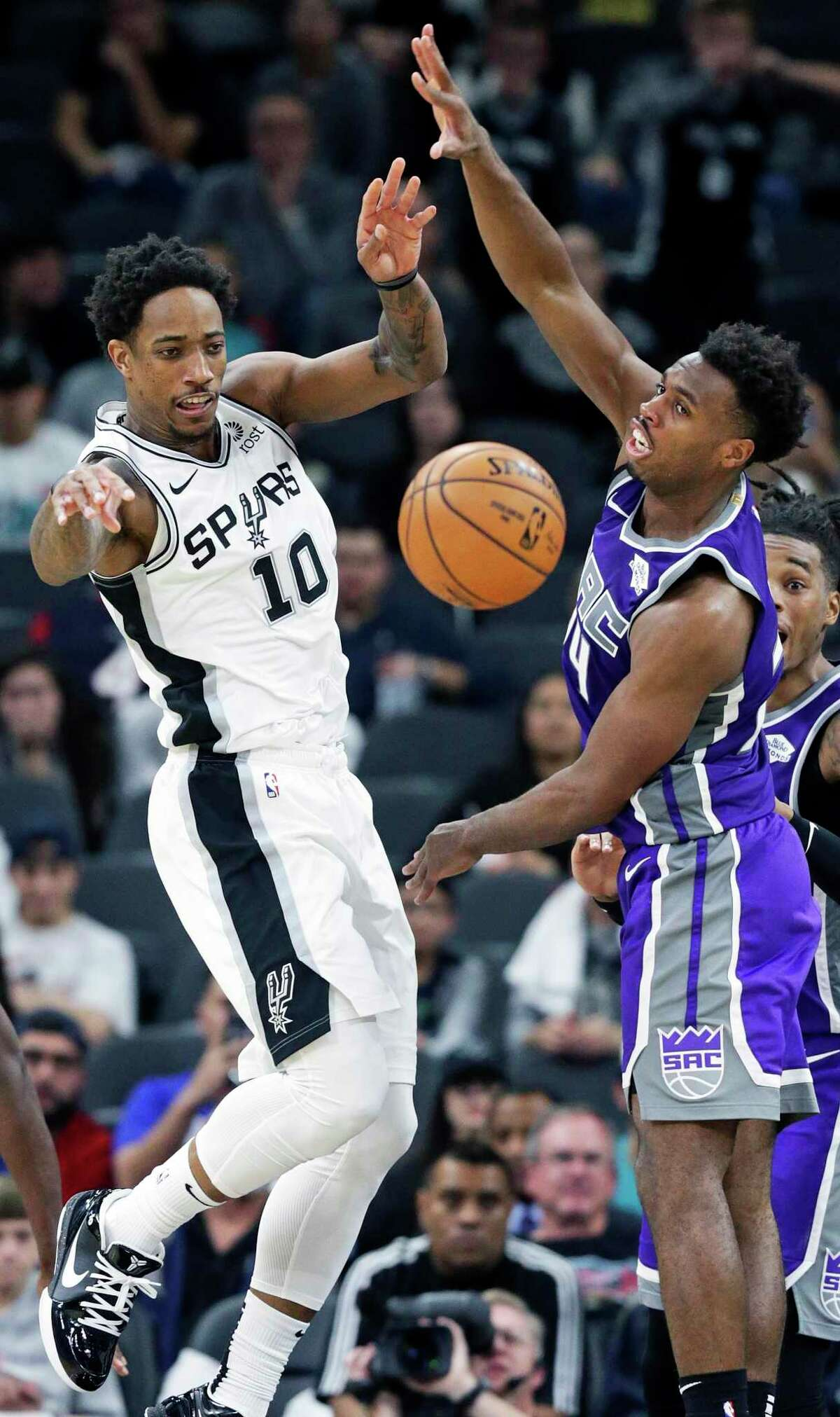 Had the pandemic not happened, DeMar DeRozan might already have opted out of the Spurs' rebuilding project. But his odds of staying suddenly seem much greater.