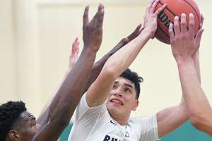 Bobby Torres scored a team-high 20 points Friday in Alexander's 67-60 victory over Martin in the quarterfinals of the Border Olympics at Nixon. The Bulldogs face Nixon at 10:30 a.m. Saturday in the semifinals.