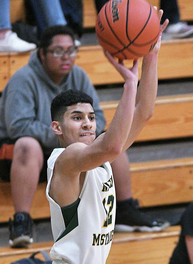 Senior guard Alex Flores is averaging 21.3 points per game this year for the Mustangs. Flores is also shooting 45% from the 3-point line. Photo: Cuate Santos /Laredo Morning Times File / Laredo Morning Times