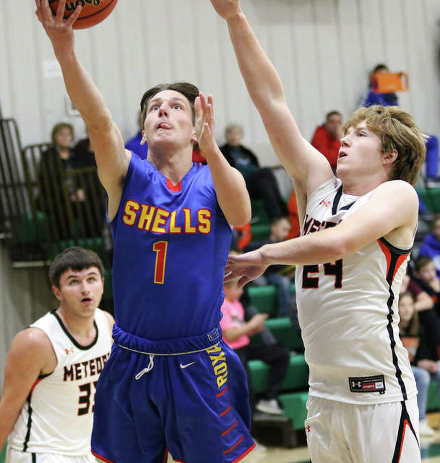 Roxana's Drew Beckman (1) scored 23 points in his team's 61-47 victory over the Carrollton Hawks Friday night in Carrollton. He is shown in a game earlier this season against Marissa. Photo: Greg Shashack File | The Telegraph