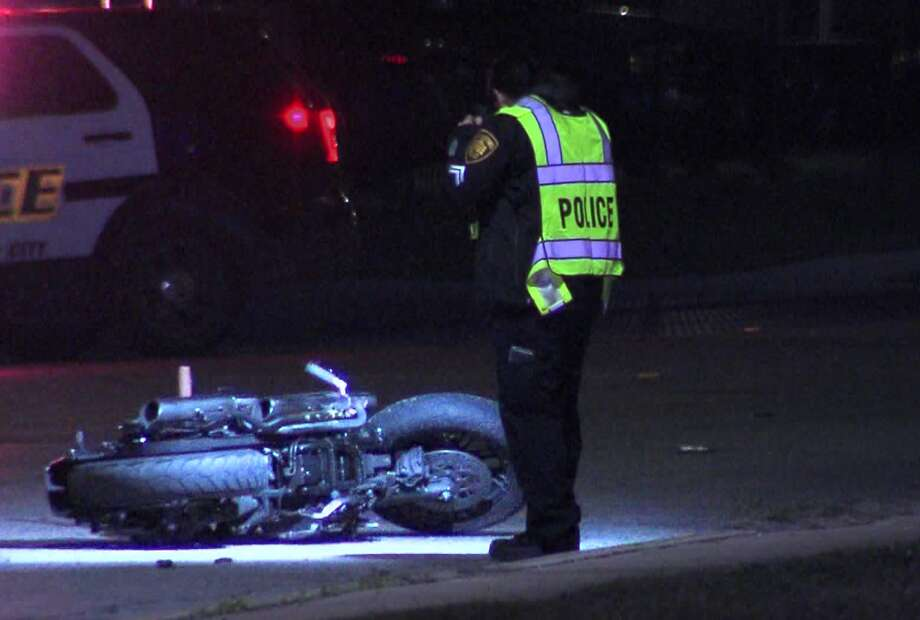 San Antonio police investigate a fatal motorcycle wreck on the far West Side Saturday, Dec. 7, 2019. Photo: 21 Pro Video