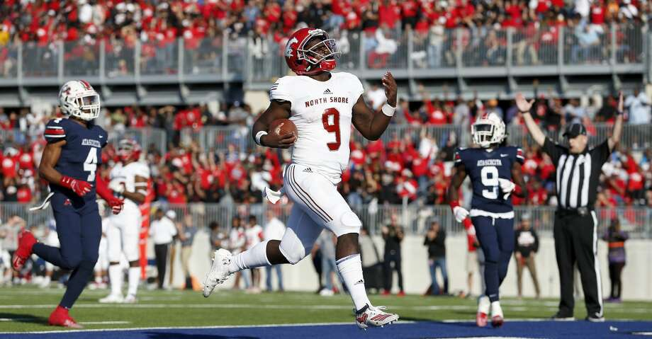 North Shore Mustangs quarterback Dematrius Davis Jr. (9) rushes for a touchdown defended by Atascocita Eagles Daniel Onwuachi (4) rushes during the first half of the high school football playoff game between the between the North Shore Mustangs and the Atascocita Eagles at Sheldon ISD Panther Stadium in Houston, TX on Saturday, December 7, 2019. The Mustangs lead the Eagles 41-21. Photo: Tim Warner/Contributor