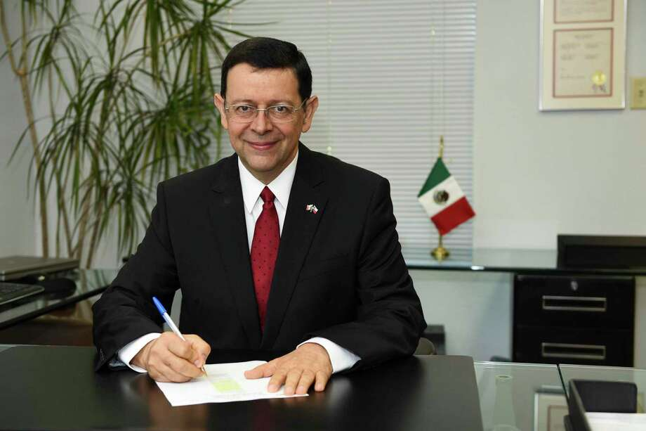 Mexican Consul General Juan Carlos Mendoza poses for a feature in Avenida 35, Wednesday, Dec. 4, 2019 at the Consulate General of Mexico's offices. Photo: Danny Zaragoza, Staff Photographer / Laredo Morning Times
