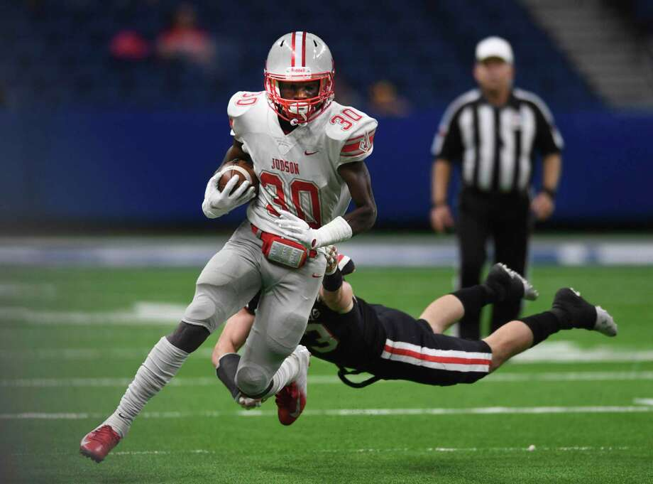 Running back De'Anthony Lewis of Judson evades an Austin West Lake tackler during high school football state quarterfinals action in the Alamodome on Saturday, Dec. 7, 2019. Photo: Billy Calzada, San Antonio Express-News / Staff Photographer / ***MANDATORY CREDIT FOR PHOTOG AND SAN ANTONIO EXPRESS-NEWS /NO SALES/MAGS OUT/TV