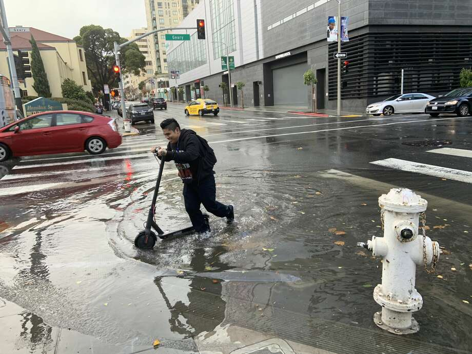 A large puddle of rainfall accumulated on Franklin Street in San Francisco on Dec. 7, 2019. Photo: A. Graff