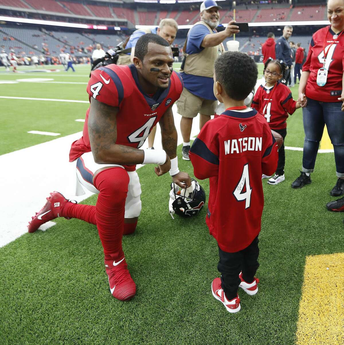 PHOTOS: A look at Daylon Watkins during pregame warmups Sunday Houston Texans fan Daylon Watkins, 7, talks with Texans quarterback Deshaun Watson before an NFL football game against the Denver Broncos at NRG Stadium on Sunday, Dec. 8, 2019, in Houston. Watkins comes to the game through the Make-A-Wish Foundation. Watkins has been diagnosed with Severe Aplastic Anemia and has spent the past couple days visiting with Texans quarterback Deshaun Watson and the rest of the Texans. Browse through the photos above for a look at Daylon Watkins talking to Texans players before Sunday's game ...