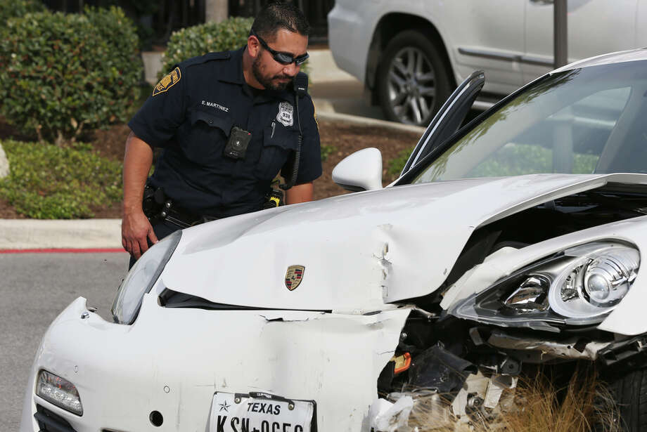 San Antonio police say a man was shot while driving in the parking area of The Rim Sunday, Dec. 8, 2019. Photo: Jerry Lara, Staff Photographer / **MANDATORY CREDIT FOR PHOTOG AND SAN ANTONIO EXPRESS-NEWS/NO SALES/MAGS OUT/TV   © 2019 San Antonio Express-News