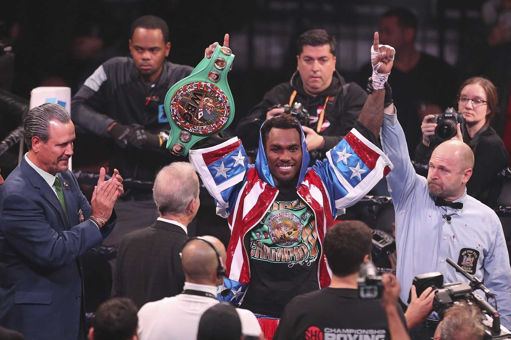 Jermall Charlo shows off his power with TKO win over Dennis Hogan
