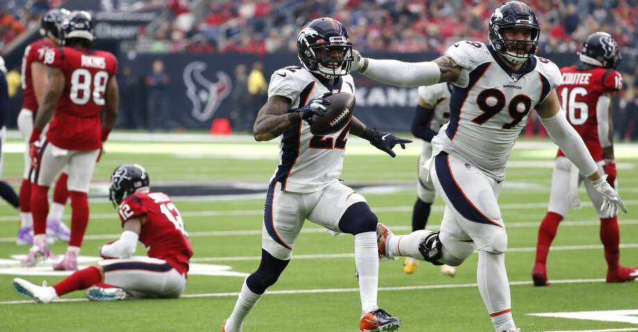 """Kareem Jackson (22) pranced his way to the end zone to conclude a play that was dubbed """"weird"""" by Texans coach Bill O'Brien. Photo: Brett Coomer/Staff Photographer"""