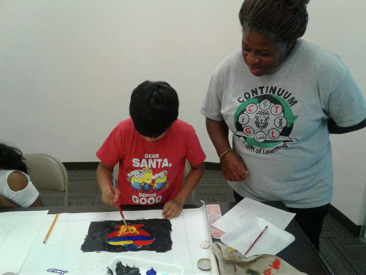 Sharien Alcorn teaches students during a program with Continuum Gift of Learning.