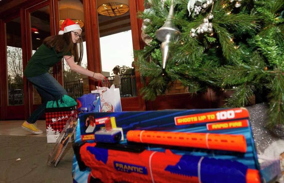 When buying a Christmas tree residents should buy the right one, real or artificial, for sensitivity to allergens such as mold, dust and mildew. Photo: Jason Fochtman, Houston Chronicle / Staff Photographer / Houston Chronicle