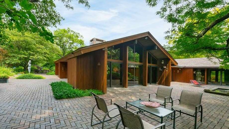 Designed by a Frank Lloyd Wright Protege, This Illinois 'Crown Jewel' Awaits a Buyer
