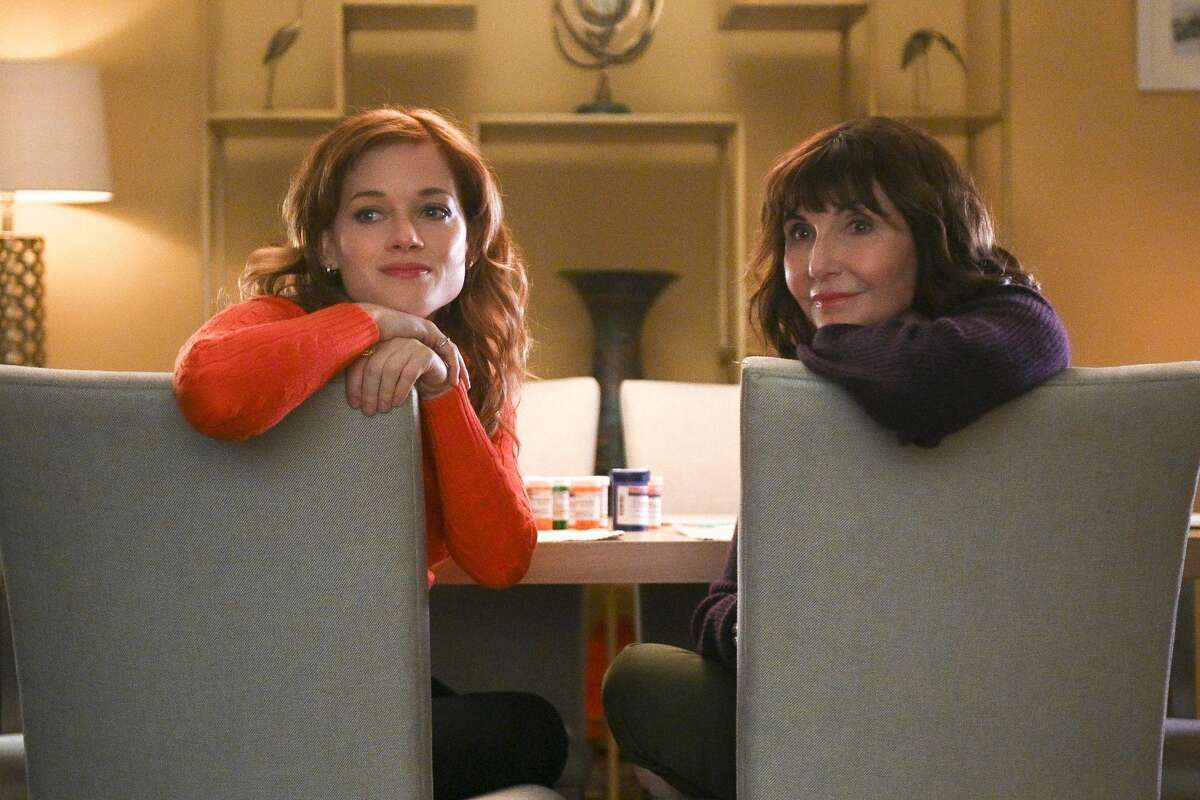 Jane Levy as Zoey Clarke and Mary Steenburgen as Maggie in the pilot episode of