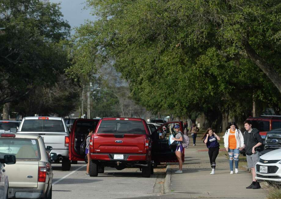 Students make their way out of Port Neches - Groves High School Monday, making their way to the line of cars waiting for pick-up. Photo taken Monday, December 9, 2019 Kim Brent/The Enterprise Photo: Kim Brent / The Enterprise / BEN