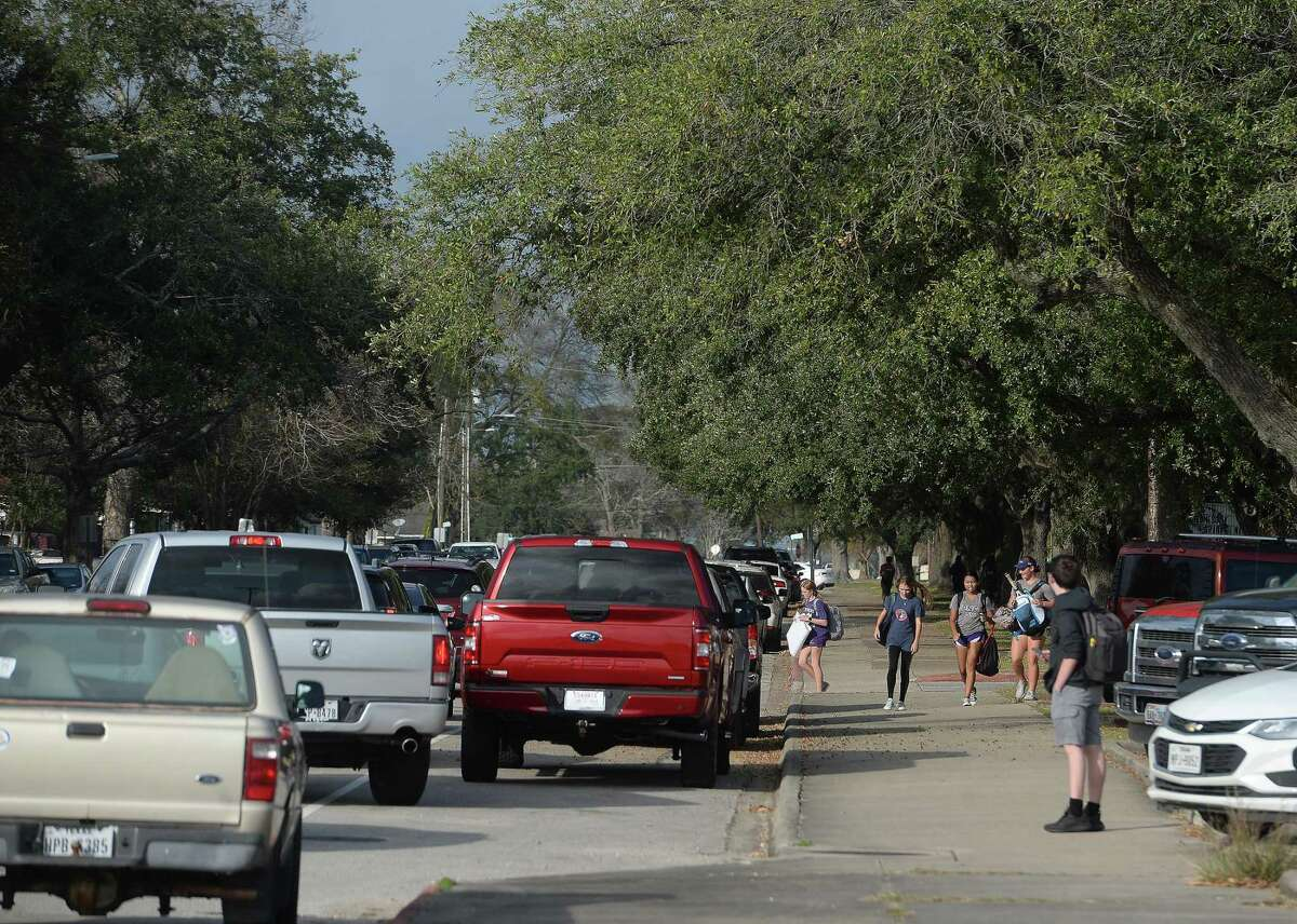 Students make their way out of Port Neches - Groves High School Monday, making their way to the line of cars waiting for pick-up. Photo taken Monday, December 9, 2019 Kim Brent/The Enterprise
