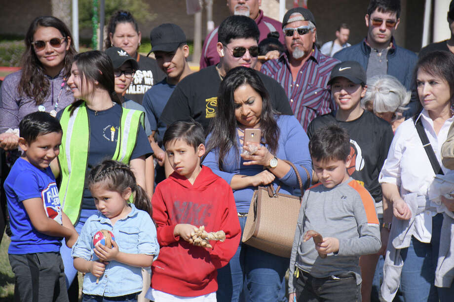 The Laredo community came out to the No Border Wall: A Silent River Sit-In at the Los Tres Laredos Park by the banks of Rio Grande. Photo: Cuate Santos/Laredo Morning Times