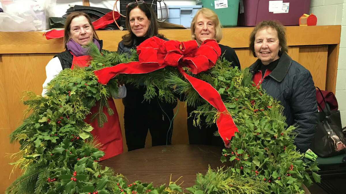 New Canaan Garden Club co-presidents, Anda Hutchins, Lauren Bromberg, and New Canaan Beautification League co-presidents, Barbara Beall, and Karen Snierson.