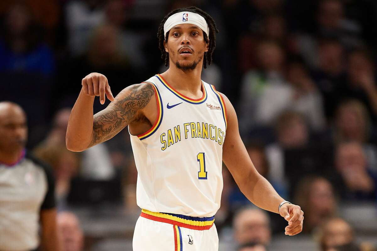 Damion Lee will join the Golden State Warriors with a partially guaranteed NBA contract.
