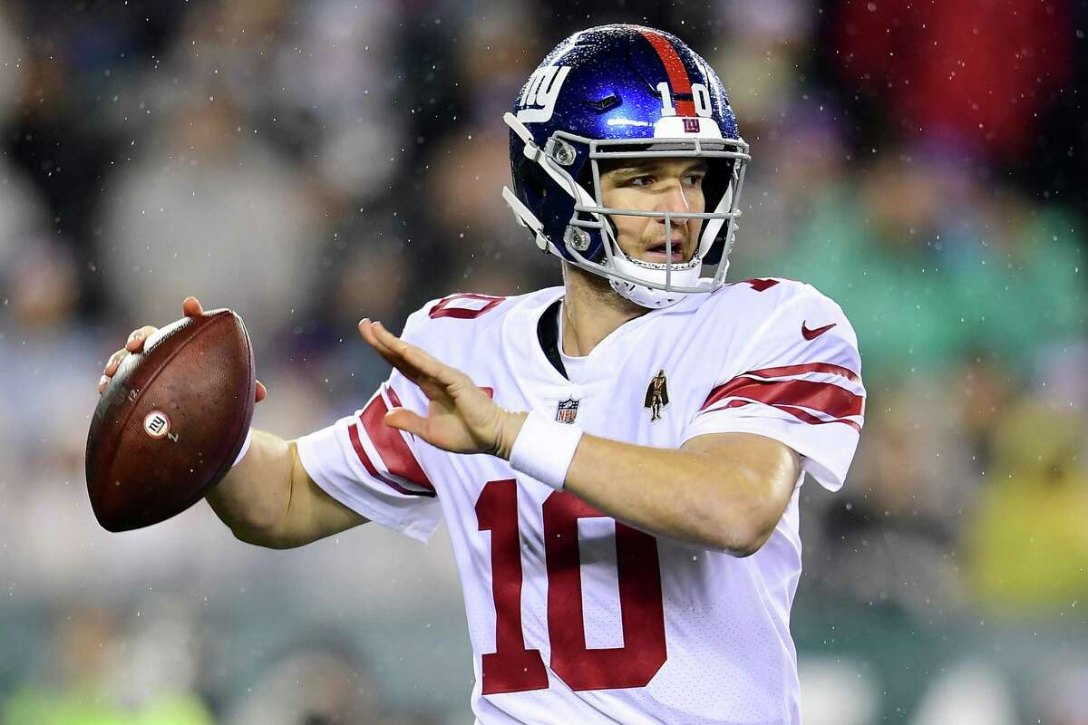 PHILADELPHIA, PENNSYLVANIA - DECEMBER 09: Quarterback Eli Manning #10 of the New York Giants drops back to pass over the defense of the Philadelphia Eagles during the game at Lincoln Financial Field on December 09, 2019 in Philadelphia, Pennsylvania. (Photo by Emilee Chinn/Getty Images)