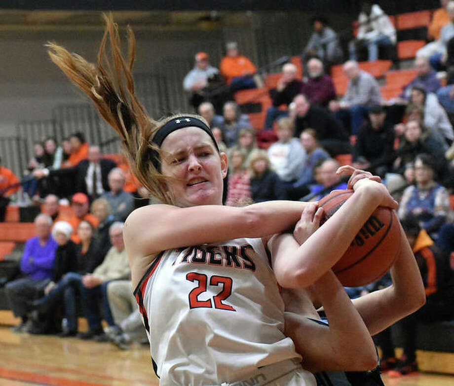 Edwardsville center Katelynne Roberts fights for a rebound with a Belleville East player during the first quarter Tuesday in Belleville. Photo: Matt Kamp|The Intelligencer
