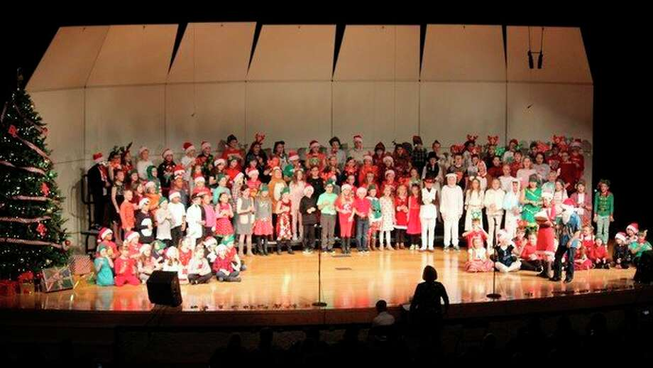 The entire cast sings during Lake Ann Elementary's Christmas program. (Photo/Robert Myers)