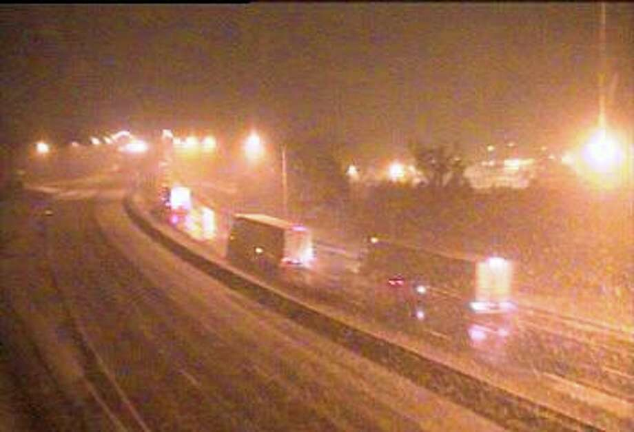 Traffic moves slowly on I-95 in Westport as a moderate snow was falling around 4:30 a.m. on Wednesday, Dec. 11, 2019. Photo: DOT Traffic Cam