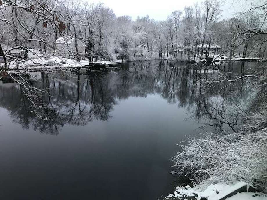 A light snow fell across Connecticut on Wednesday, Dec. 10, 2019. Accumulations ranged from 5.5 inches in Collinsville to about 2 inches along the shoreline. Photo: Ned Gerard /Hearst Connecticut Media