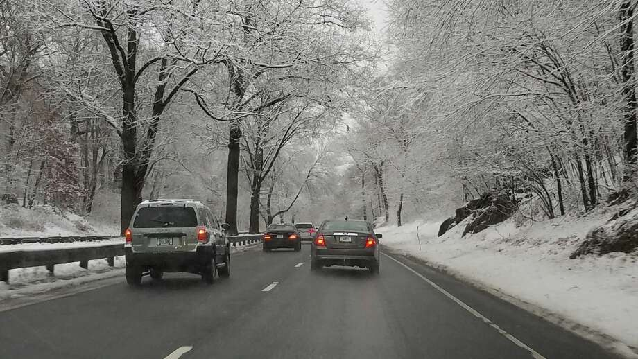 Snow along the Merritt Parkway in Stratford, Connecticut, on Wednesday, Dec. 11, 2019. Photo: Erik Trautmann/Hearst Connecticut Media