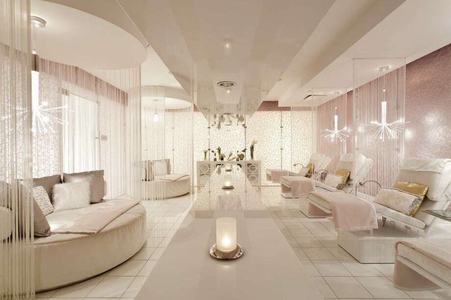 The Ritz-Carlton's Los Angeles spa offers a treatment that includes an application of a 24-karat-gold powder. Photo: Ritz-Carlton / Ritz Carlton