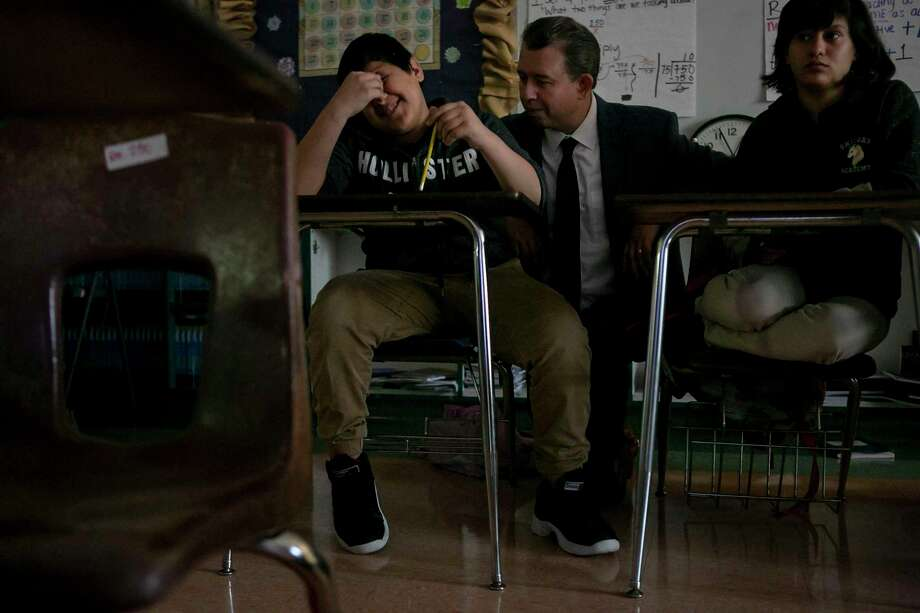 Superintendent Martinez quizzes Poe Middle School students during his visit. Photo: Josie Norris /The San Antonio Express-News / **MANDATORY CREDIT FOR PHOTOG AND SAN ANTONIO EXPRESS-NEWS/NO SALES/MAGS OUT/TV