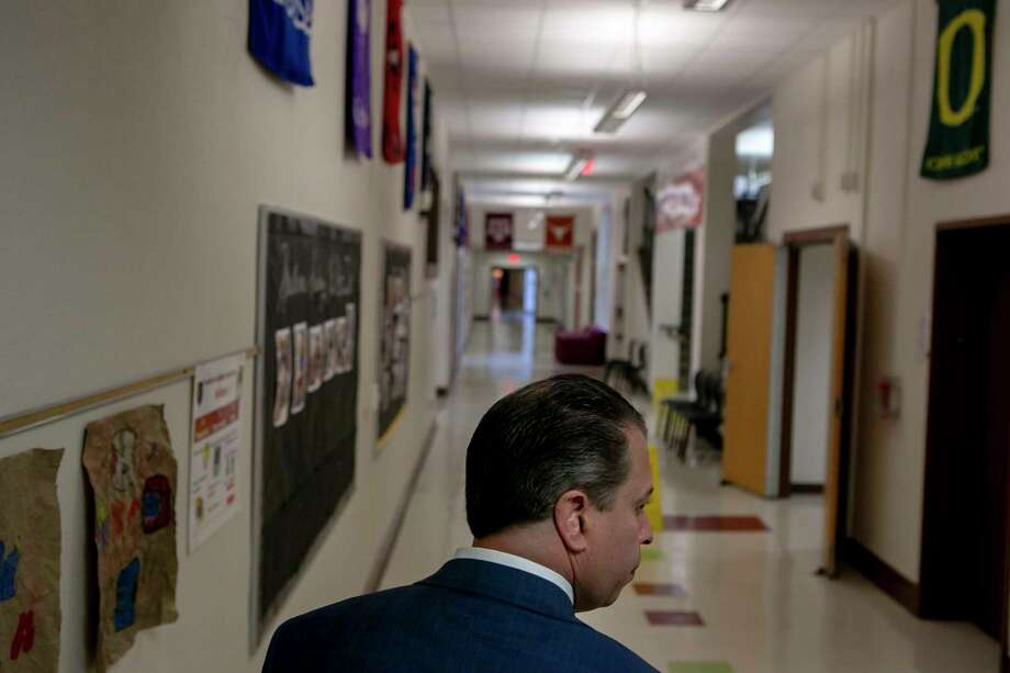 Superintendent Martinez walks to classrooms as he visits SAISD's Hawthorne Academy. Photo: Josie Norris / **MANDATORY CREDIT FOR PHOTOG AND SAN ANTONIO EXPRESS-NEWS/NO SALES/MAGS OUT/TV