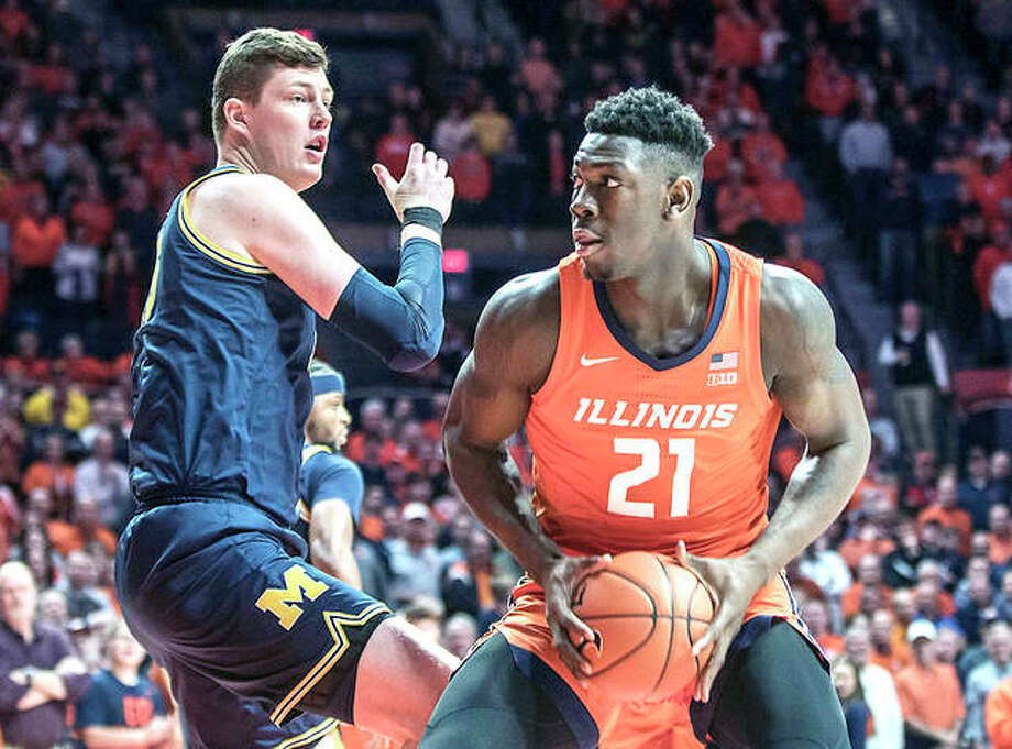 Illinois' Kofi Cockburn (21) looks to shoot as Michigan's Jon Teske (15) defends in the first half of Wednesday nght's game in Champaign at State Farm center. Photo: AP Photo