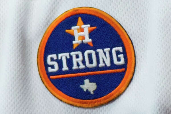 HOUSTON, TX - SEPTEMBER 02: Houston Astros right fielder Josh Reddick (22) jersey has a patch honoring Houston Strong in the second inning during an MLB game between the Houston Astros and the New York Mets at Minute Maid Park, Saturday, September 2, 2017 (Photo by Juan DeLeon/Icon Sportswire via Getty Images)