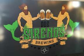 The logo for the Dos Sirenos Brewing Co.