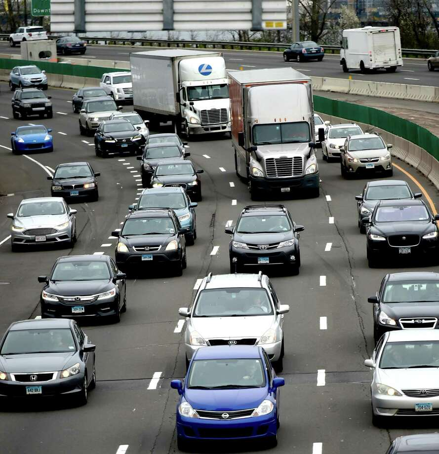 I-95 southbound during rush hour near Long Wharf Drive in New Haven. Photo: File Photo / ©2017 Peter Hvizdak