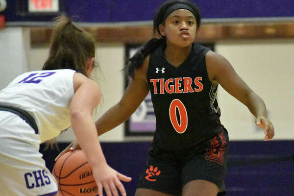 Edwardsville guard Quierra Love runs the offense against Collinsville.