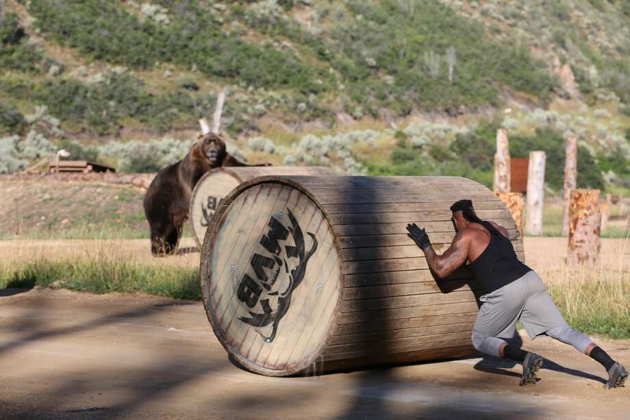 Kannon during log challenge Photo: Discovery Channel