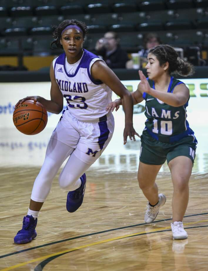 Midland High's Kobe Powell (23) drives the ball inside as Montwood's Monique Moya (10) guards her on Friday, Dec. 13, 2019 at Chaparral Center. Jacy Lewis/Reporter-Telegram Photo: Jacy Lewis/Reporter-Telegram