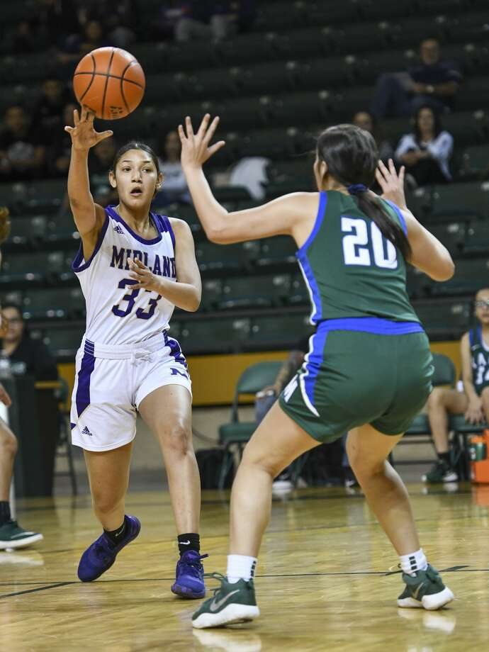 Midland High's Zoe Taylor (33) passes the ball while Montwood;ss Marina Escobar (20) attempts to steal the ball on Friday, Dec. 13, 2019 at Chaparral Center. Jacy Lewis/Reporter-Telegram Photo: Jacy Lewis/Reporter-Telegram