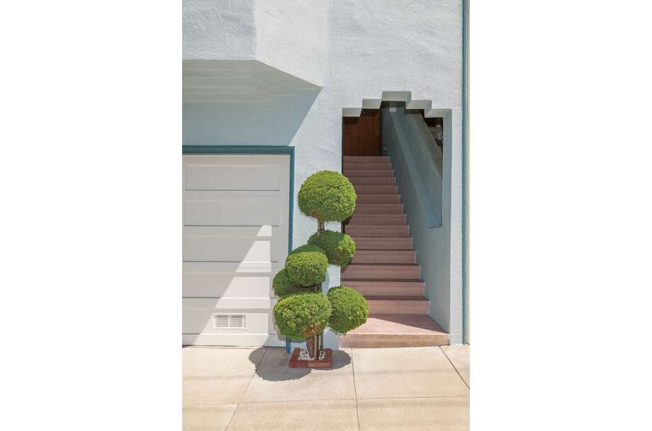 Topiaries come in all shapes and sizes. These photos by photographer Kelsey McClellan showcase the many styles at different residences around San Francisco. Photo: Kelsey McClellan