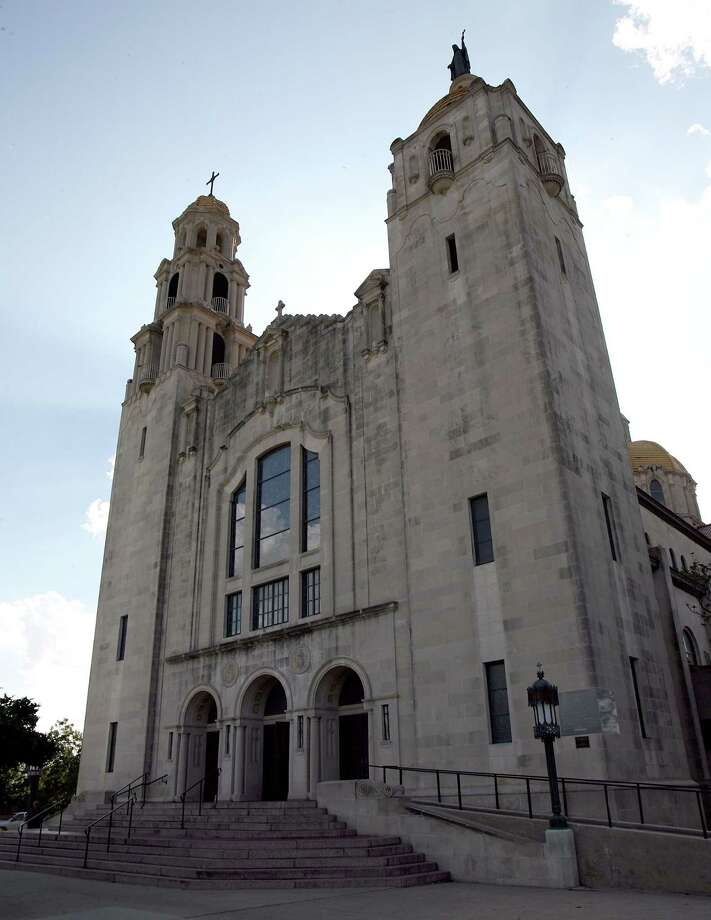 The Little Flower Basilica has everything a great church should have: a grand facade, an impressive nave and architectural detail in abundance. Photo: DELCIA LOPEZ /SAN ANTONIO EXPRESS-NEWS / SAN ANTONIO EXPRESS-NEWS