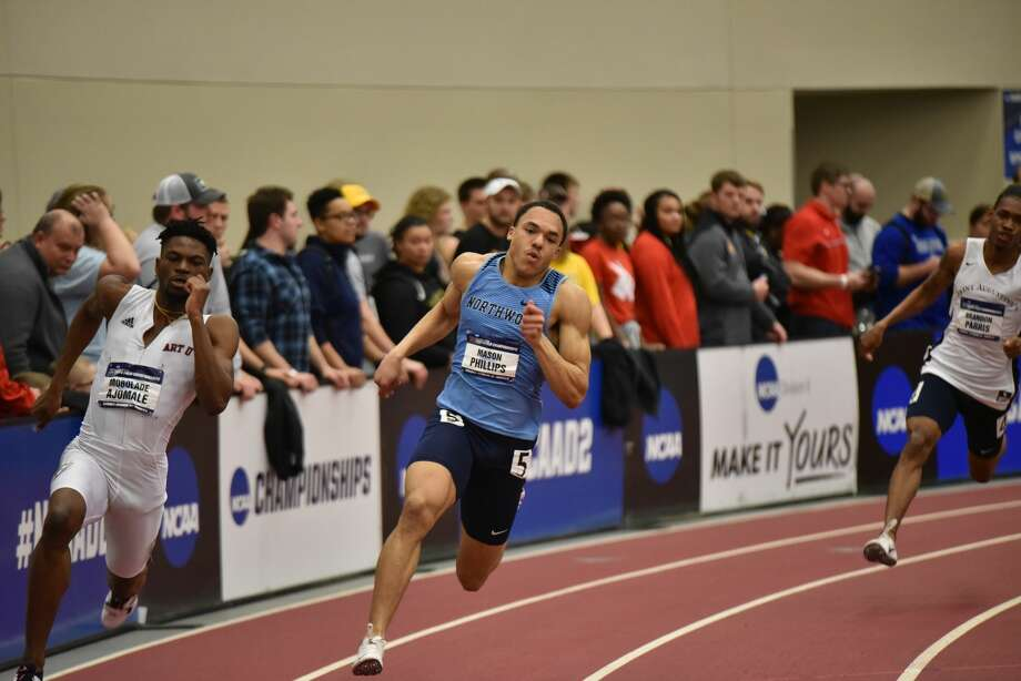Northwood's Mason Phillips, center, competes in the 200-meter dash at the NCAA Division II Indoor Championships on March 9, 2019. Photo: Timberwolves.gonorthwood.com