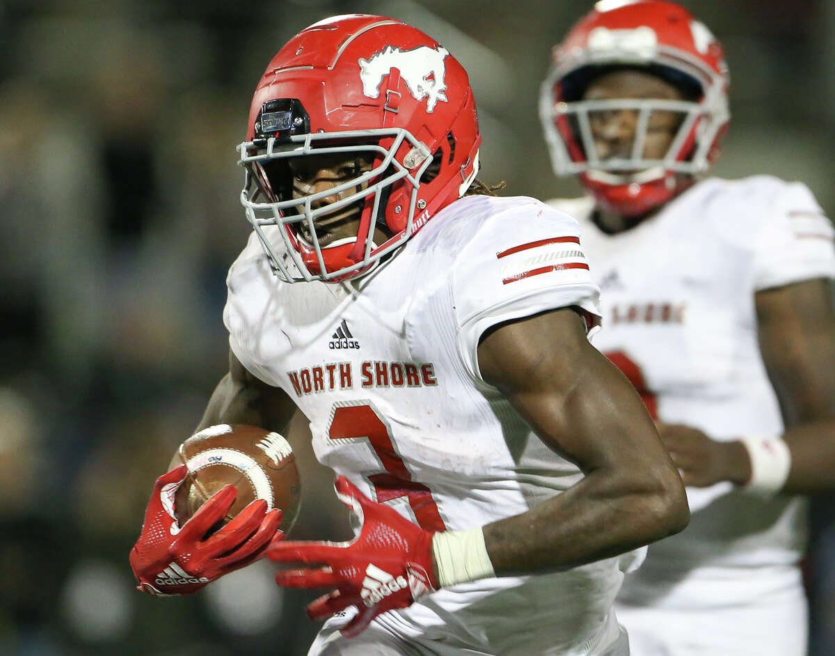 North Shore Mustangs running back Zach Evans (3) carries the ball during the second half of a high school state semifinal football game, Saturday, Dec. 14, 2019, in Round Rock, TX.