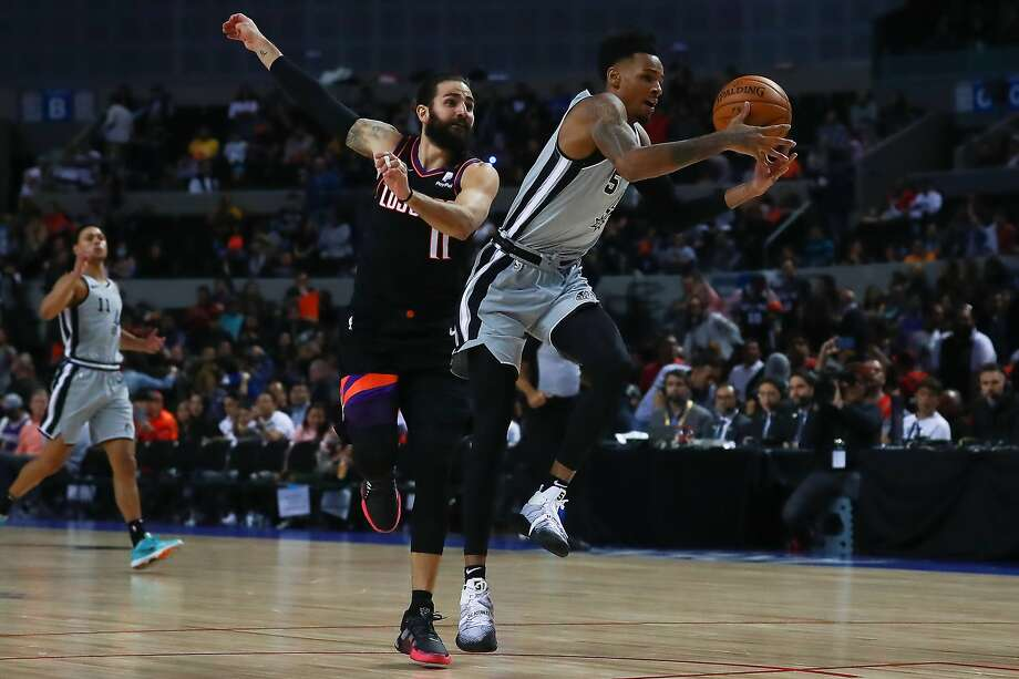 MEXICO CITY, MEXICO - DECEMBER 14: Dejounte Murray #5 of the San Antonio Spurs handles the ball against Ricky Rubio #11 of the Phoenix Suns during a game between San Antonio Spurs and Phoenix Suns at Arena Ciudad de Mexico on December 14, 2019 in Mexico City, Mexico. (Photo by Hector Vivas/Getty Images) Photo: Hector Vivas, Getty Images